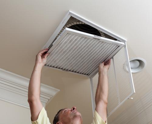 Installing an air filter